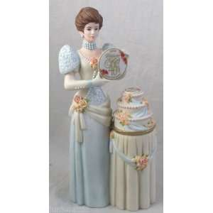 Avon Mrs. Albee Figurine 2007 Mini Kitchen & Dining