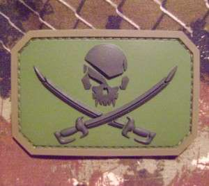 PIRATE SKULL & SWORDS FLAG ARMY FOREST MILSPEC MORALE PVC RUBBER