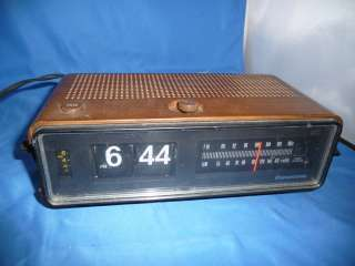 Vintage Panasonic Flip Clock AM/FM Radio Model RC 6253 Great