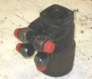 JOHN DEERE 640D SKIDDER USED STEERING VALVE AT76979