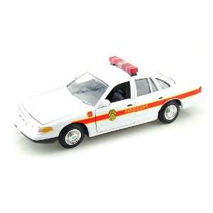 1998 Ford Crown Victoria Fire Chief Car 1/24 Toys & Games