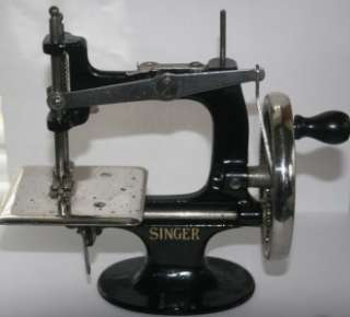 VTG Antique Old Singer Hand Crank Sewing Machine Iron Childs Toy 20