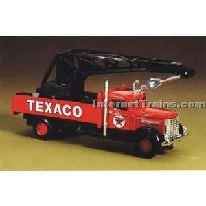 IMEX HO Scale Peterbilt Crane Truck   Texaco: Toys & Games