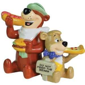 inch Yogi And Boo Boo Bear Eating Cartoon Salt And Pepper Shakers